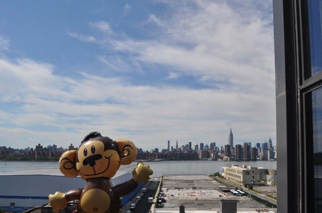 fun-pics-2-inflatable-monkey-holiday-2