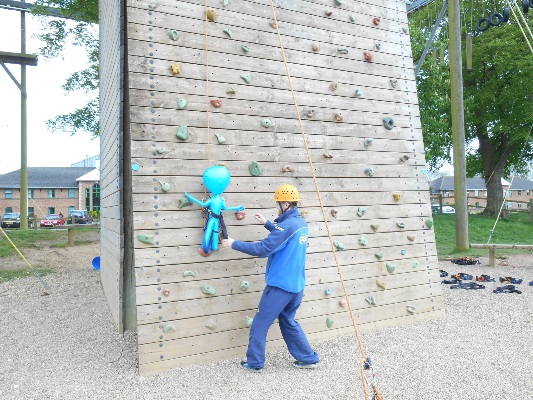 fun-pics-inflatable-alien-climbing-wall