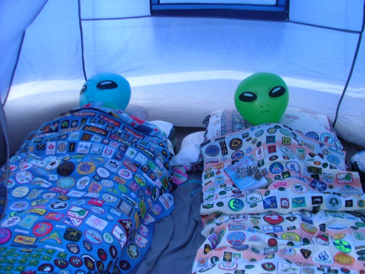 fun-pics-inflatable-aliens-in-tent